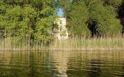 Havelimpression mit Villa Fohrde im Hintergrund